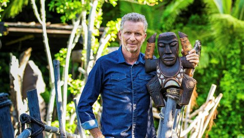 «Koh-Lanta: La Légende». Denis Brogniart présente le totem de la nouvelle saison