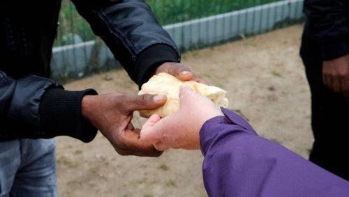 La préfecture prolonge de nouveau l'interdiction distribution de nourriture à Calais
