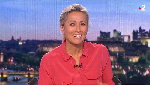Anne-Sophie Lapix prise d'un fou rire lors du JT de 20h sur France 2