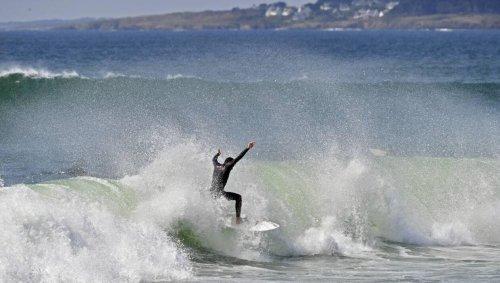 REPORTAGE. « Il y a du monde » : une vague de surfeurs à Guidel, dans le Morbihan