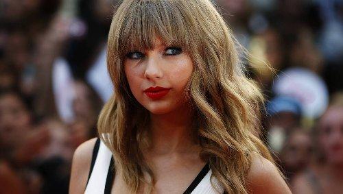 Taylor Swift bat un record des Beatles avec trois albums numéro un en moins d'un an au Royaume-Uni