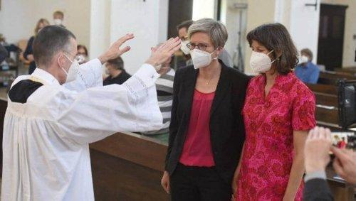 Bénédiction des couples gays : le « pourquoi pas ? » d'un influent évêque allemand