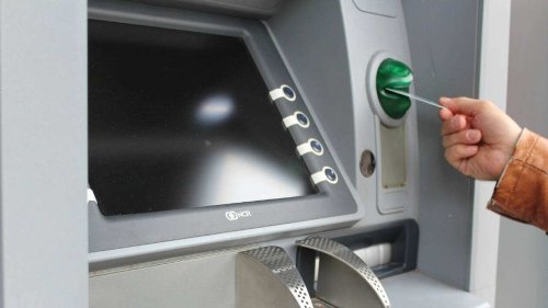 Somme. Ils trouvent 400€ dans un distributeur automatique et décident de remettre l'argent à la police