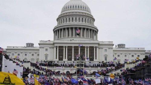Un policier du Capitole aurait demandé à un émeutier de détruire des preuves