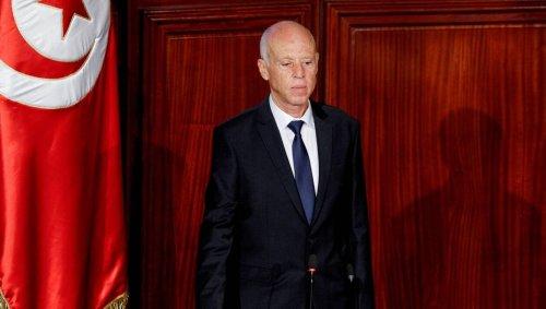 En Tunisie, le président suspend la Constitution pour s'arroger les pleins pouvoirs