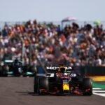 """Verstappen : """"Encore une fois j'ai été foutu dehors par une Mercedes"""" !"""