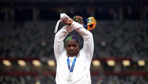 Athlétisme JO. Le CIO étudie le geste sur le podium de l'Américaine Raven Saunders