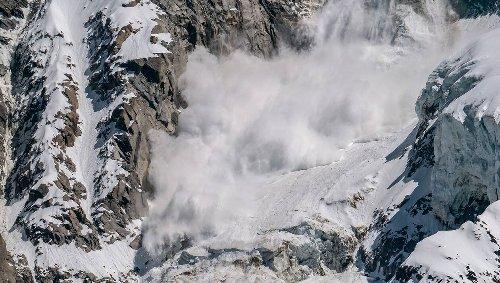 Vidéo. Une impressionnante avalanche se déclenche juste au-dessus d'un village de Haute-Savoie