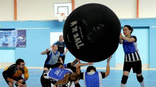 Angers. Le kin-ball bouscule les codes du sport collectif : « On doit faire corps avec son équipe »