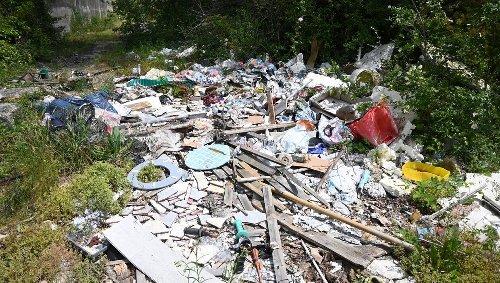 « J'ai dû enlever des voitures, un bateau et des pneus » : sur sa propriété, une décharge sauvage