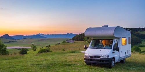 Van ou fourgon aménagé et camping-car : quelles différences ?