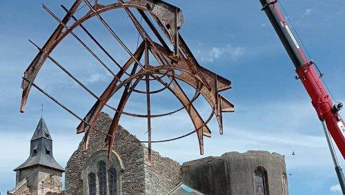 Saint-Brieuc-de-Mauron. La charpente en fer de l'église va servir à couvrir une halle