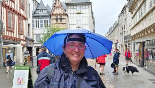Festival de Cornouaille. Contre les gouttes : le chapeau parapluie