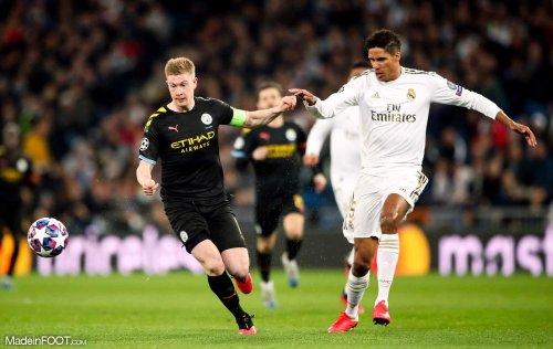 Pourquoi la signature de Raphaël Varane à Manchester United tarde-t-elle ?