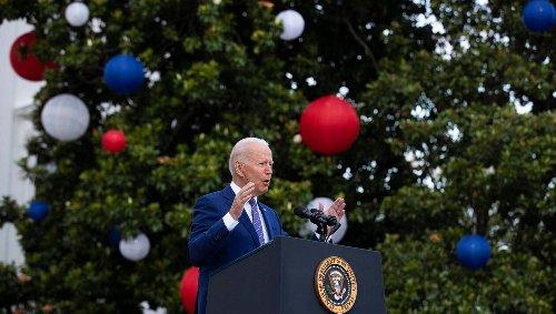 Aux États-Unis, Joe Biden célèbre l'imminente indépendance…. face au Covid-19