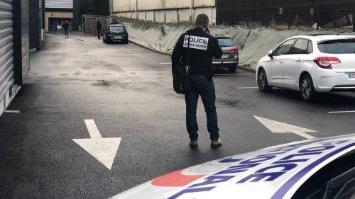 Près de Nantes, surpris en train de découper le toit d'un semi-remorque qui recelait de la drogue | Presse Océan