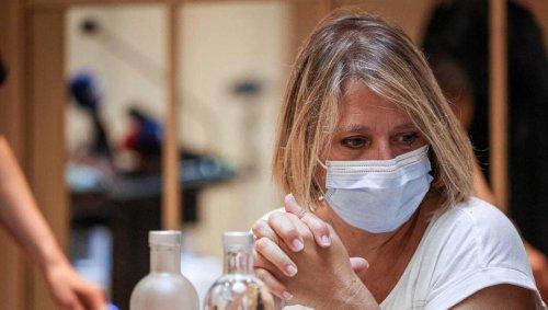 « On ne veut pas se faire vacciner, on change de métier », lance Karine Lacombe aux soignants