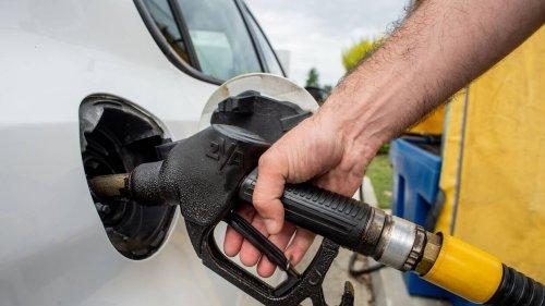 Les stations-service fermées en Guyane après un blocage de dépôts de carburants