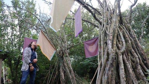 À Carolles, les œuvres d'art s'invitent dans les maisons avec le festival des Ludions