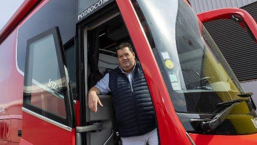 REPORTAGE. Podiocom, l'entreprise qui « désosse et bâtit » les bus des équipes du Tour de France