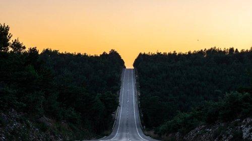 Des bandes phosphorescentes testées sur les routes des Landes pour une meilleure sécurité routière