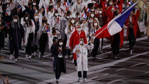 VIDEO. Samir Ait Saïd fait un salto lors du passage des Français à la cérémonie d'ouverture des JO
