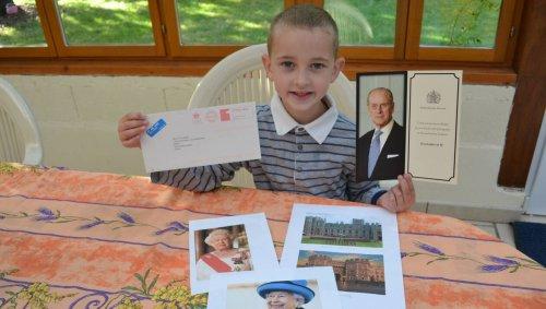 Cet enfant de 7 ans écrit une lettre à la Reine d'Angleterre, Elisabeth II lui répond quatre mois après