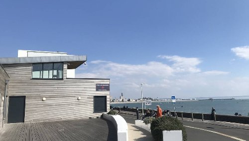 Près du Havre, si vous passiez la nuit… dans un poste de secours ?
