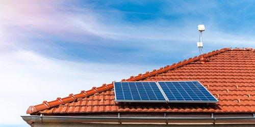 Faire installer des panneaux solaires à plus de 60 ans : bonne ou mauvaise idée ?