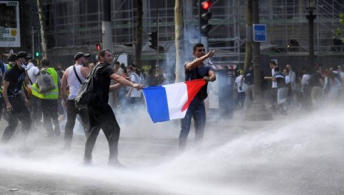 Manifestations anti passe sanitaire à Paris : des incidents à proximité des Champs-Élysées