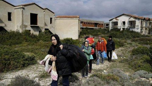 Face aux réfugiés afghans, la Turquie mure sa frontière