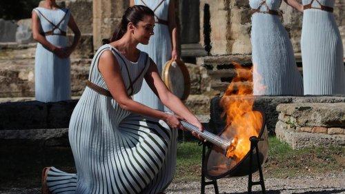 JO d'hiver 2022. L'allumage de la flamme olympique perturbée par des manifestants