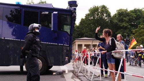 Allemagne. Des échauffourées lors de manifestations anti-confinement à Berlin