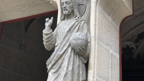 « Les doigts de Jésus ont disparu ! » Qui casse les mains des statues de la cathédrale de Quimper ?