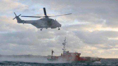 Bretagne. La SNSM secourt trois marins au large de Portsall après le naufrage de leur vedette