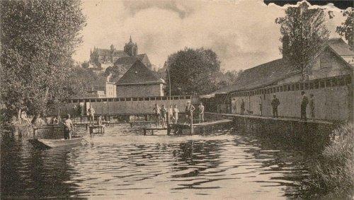 Le Mans. Au début du XXe siècle, on pouvait se baigner dans la Sarthe