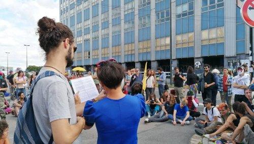 Nantes. Une opération de sit-in devant les portes de Cap 44 | Presse Océan