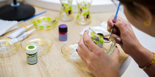 Peindre sur du verre : quelle peinture utiliser ?