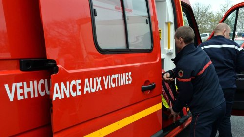 Près de Rouen, une voiture tombe d'un pont sur les rails du train
