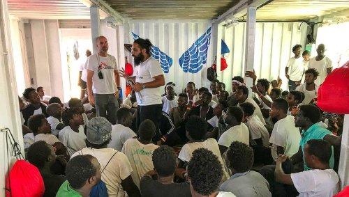 L'Ocean Viking demande un port sûr pour débarquer 555 migrants à son bord