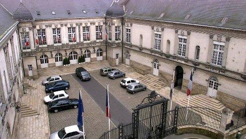 Nantes. Les agents municipaux travailleront six jours de plus par an