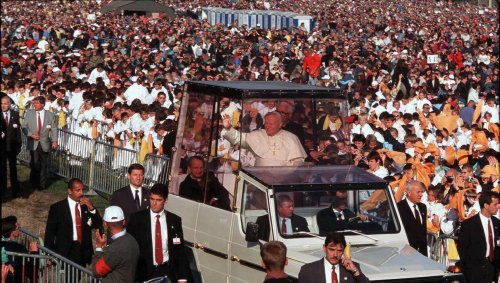 À Saint-Laurent-sur-Sèvre et à Sainte-Anne-d'Auray. Il y a 25 ans, l'Ouest accueillait Jean-Paul II