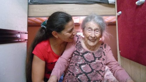 PODCAST. Elle emmène sa grand-mère centenaire sillonner l'Europe en camping-car