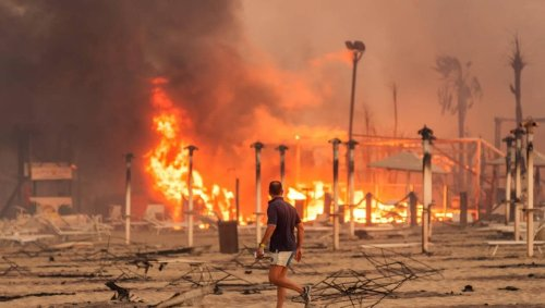 EN IMAGES. Italie : en Sicile, une plage de Catane ravagée par les flammes
