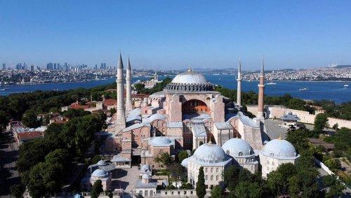 La Turquie rejette les critiques de l'Unesco sur la basilique Sainte-Sophie transformée en mosquée