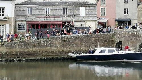 Auray. Sur le port de Saint-Goustan, les promeneurs du dimanche solidaires pour aider un bateau