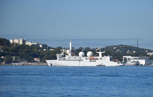 Le navire d'écoute électronique « Dupuy de Lôme » en mer de Chine