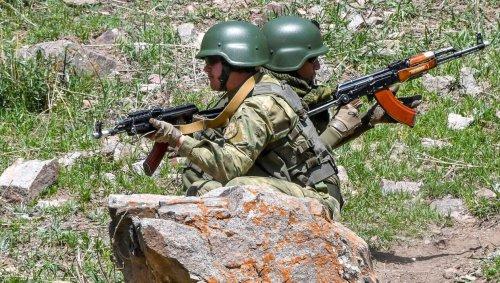Combats entre le Kirghizstan et le Tadjikistan: 13 morts et 11500 personnes évacuées