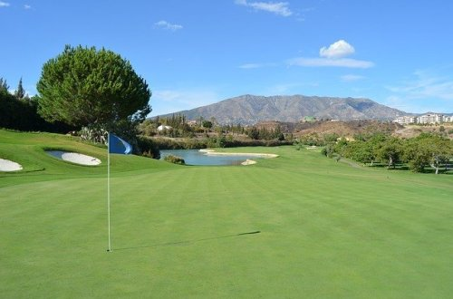 Golf: The Ultimate Beginners' Basic Golf Course