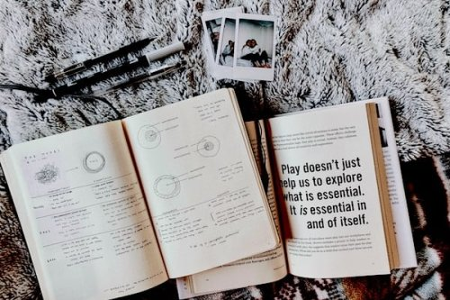 117 Thought-provoking Journal Prompts For Self-discovery